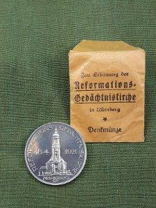3 Denkmünzen: Zur Erbauung der Reformations-Gedächniskirche in Nürnberg 1921 sowie 1 Originalverpackung