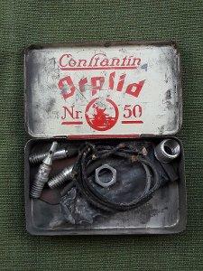"""Orplid"" Cigarettenschachtel mit Fahrrad-Reparatur-Material"