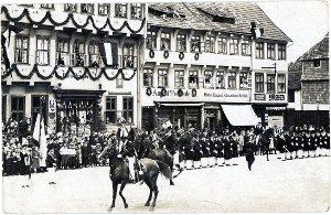 Ansichtskarte  / Parade des Junggesellen-Corps / Einbeck