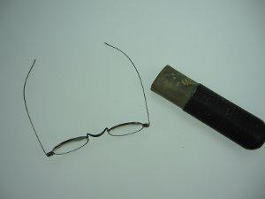 Brille mit Etui