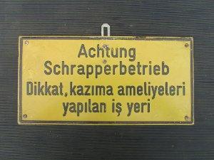 """Schild """"Achtung Schrapperbetrieb"""""""