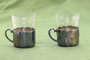 2 Teegläser mit Halterung