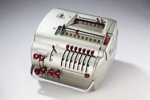 Elektromechanische Rechenmaschine mit Zubehör Marke Brunsviga Typ 11 E