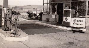 """Foto: Einbeck, Aral-Tankstelle mit """"GLOBUS-Teppichtest"""""""